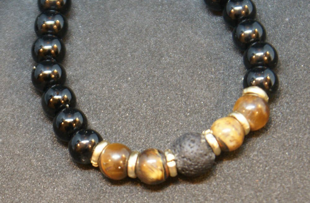 gipsyhearts_products_armband_blackpearl_tigerauge-lava-stein-detail
