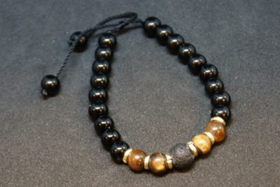 gipsyhearts_products_armband_blackpearl_tigerauge-lava-stein-total