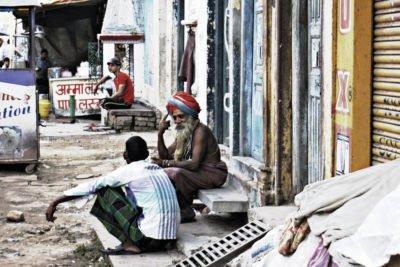 gipsyhearts-master-student-india-varanasi-walldecor