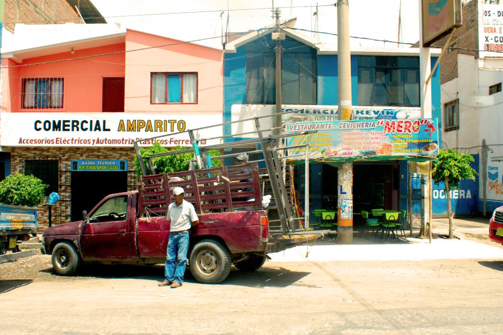 Wandbild - Esperando - Street Photography  Peru